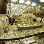 Типичный магазинчик с золотом на рынке в Шардже