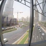 Вид на Бурдж Халифу из пешеходного перехода в метро