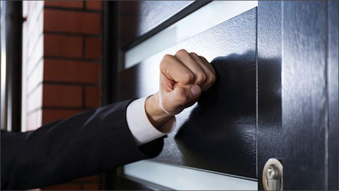 Что могут сделать коллекторы за неуплату кредита и насколько это законно?