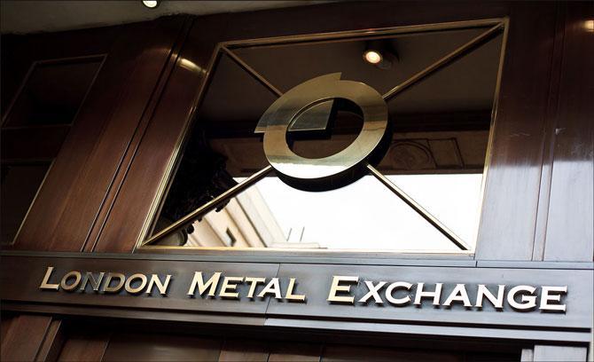 Как работает спотовый рынок драгоценных металлов и как узнать цену на золото?