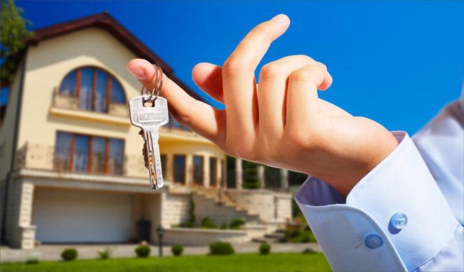 Как выгодно продать квартиру без риэлтора и стоит ли так делать?