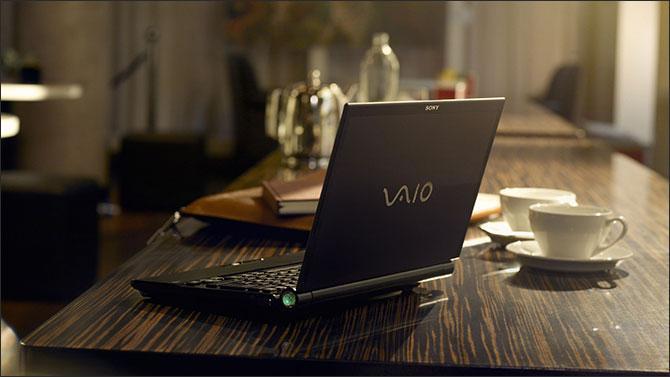Изображение - Зачем нужно делать учет инвестиций notebook_on_the_table